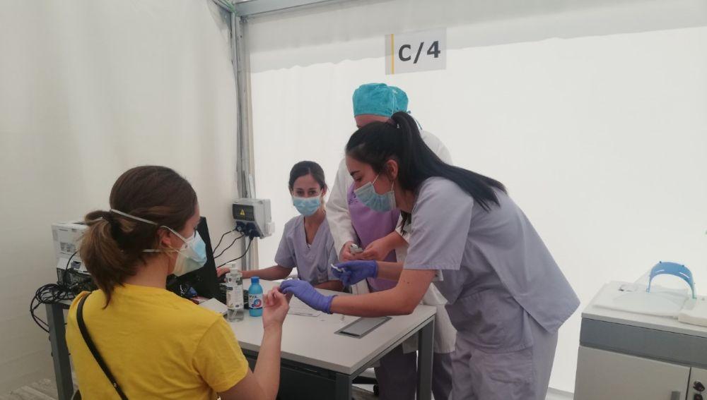 Toma de muestras en Alicante para un test de seroprevalencia del coronavirus.