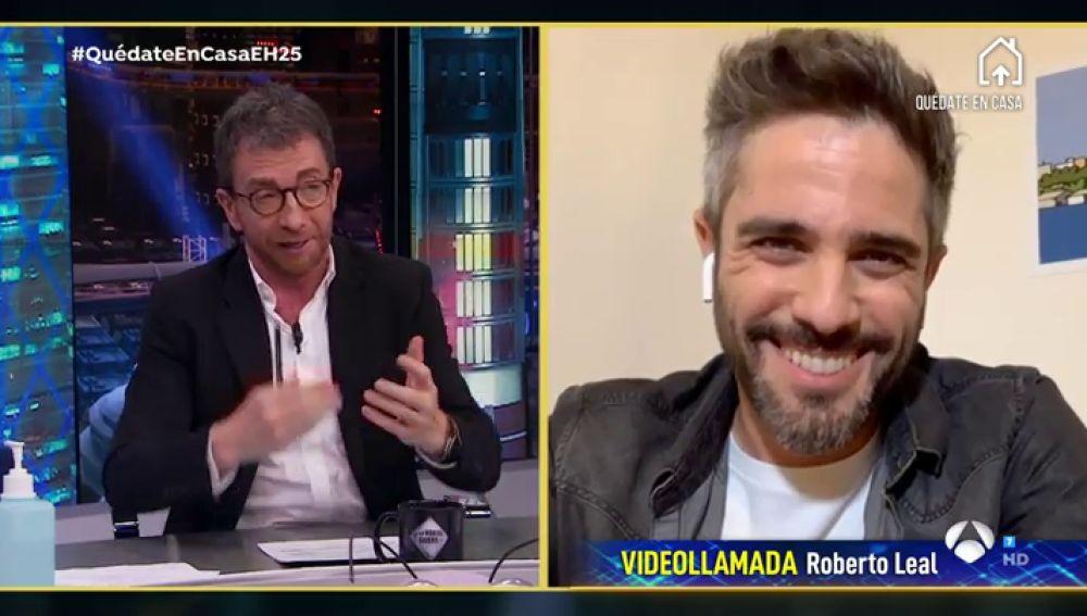 La calurosa bienvenida de Pablo Motos a Roberto Leal
