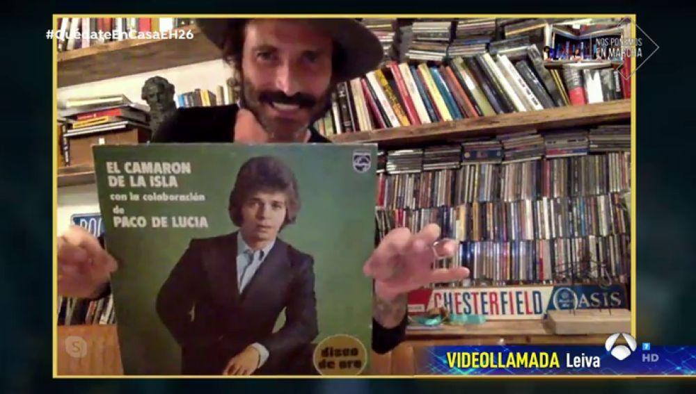 Leiva muestra a Pablo Motos las mayores rarezas de su colección de discos