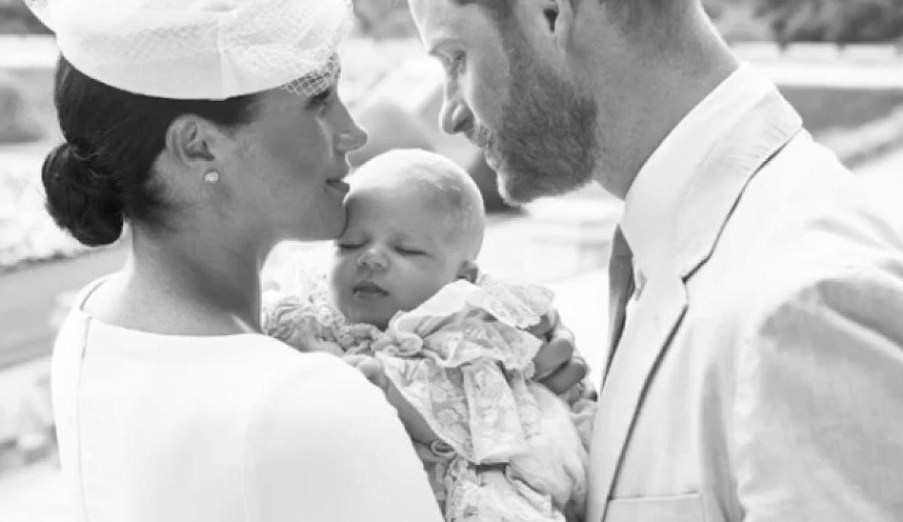 Meghan Markle y el príncipe Harry con Archie