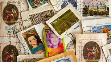 Efemérides 6 de mayo 2020: Primer sello del mundo