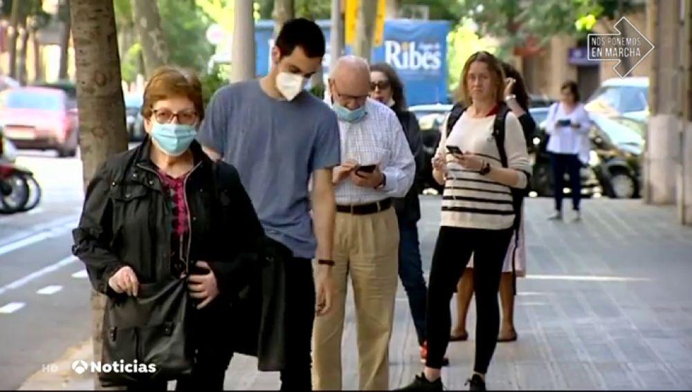 Colas a las puertas de varios laboratorios privados de Barcelona que hacen test del coronavirus