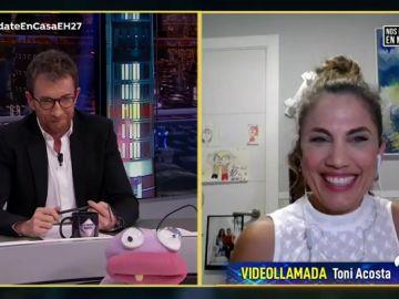 La divertida broma de Toni Acosta con la que elogia a Santiago Segura como director de cine