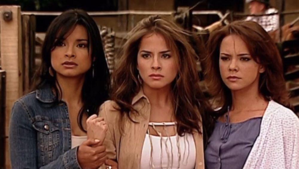 Paola Rey, Danna García y Natasha Klauss como Jimena, Danna y Sarita Elizondo en 'Pasión de Gavilanes'