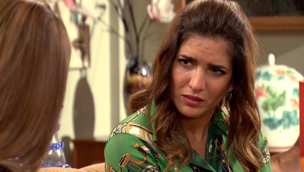 Irene estalla confesándole a Lourdes que espera un hijo de Armando