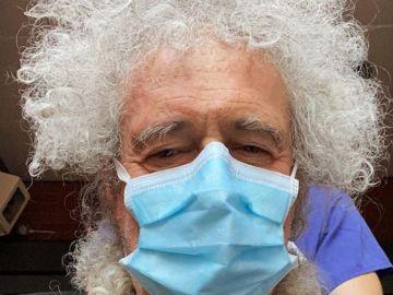 """Brian May, guitarrista de Queen, hospitalizado tras """"romper en pedazos"""" sus glúteos en un accidente de jardinería"""