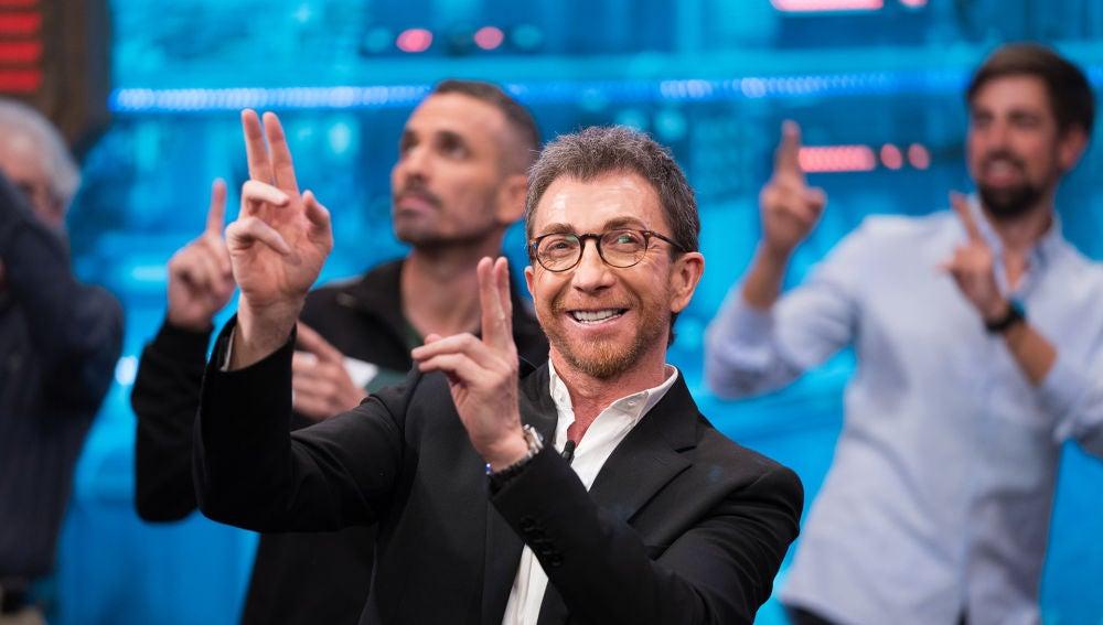 Pablo Motos, en el baile inicial de 'El Hormiguero 3.0'
