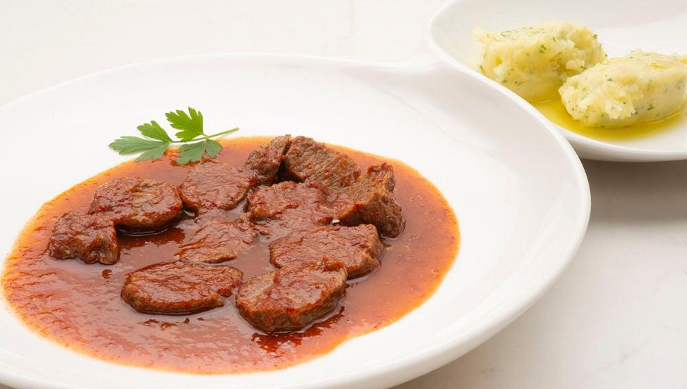 Carrilleras de cerdo en salsa vizcaina