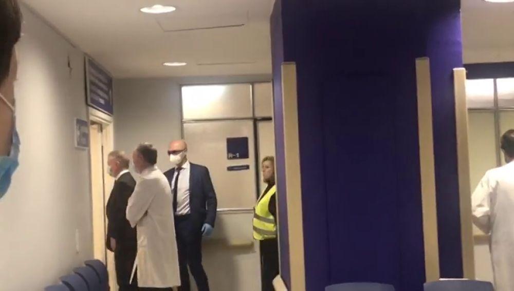 El lehendakari Urkullu, abucheado en su visita al hospital de Cruces por la crisis del coronavirus