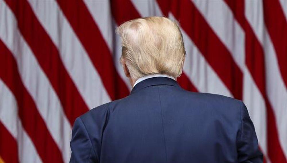 Donald Trump de espaldas