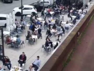 Preocupación en varias comunidades en la fase 1 de la desescalada por la aglomeración en las terrazas