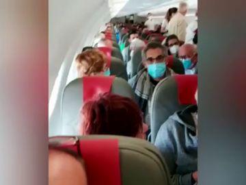 Nuevas quejas en un vuelo de Madrid a París por la falta de distancia de seguridad por el coronavirus