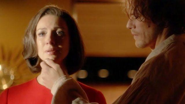 Sam Heughan y Caitriona Balfe en el final de la temporada 5 de 'Outlander' como Claire y Jamie Fraser