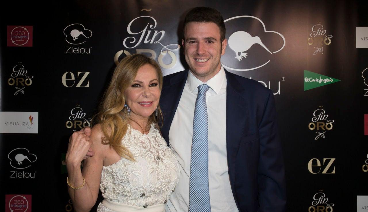 Ana Obregón junto a su hijo Álex Lequio