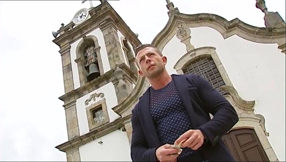 El cura más sexi de Portugal, también el más solidario frente al coronavirus