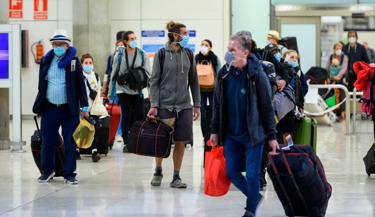 España impone cuarentena obligatorio a los viajeros que lleguen de Brasil o Sudafrica