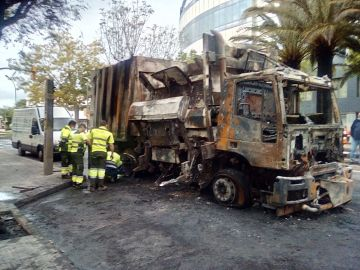 Camión de basura incendiado en Reus