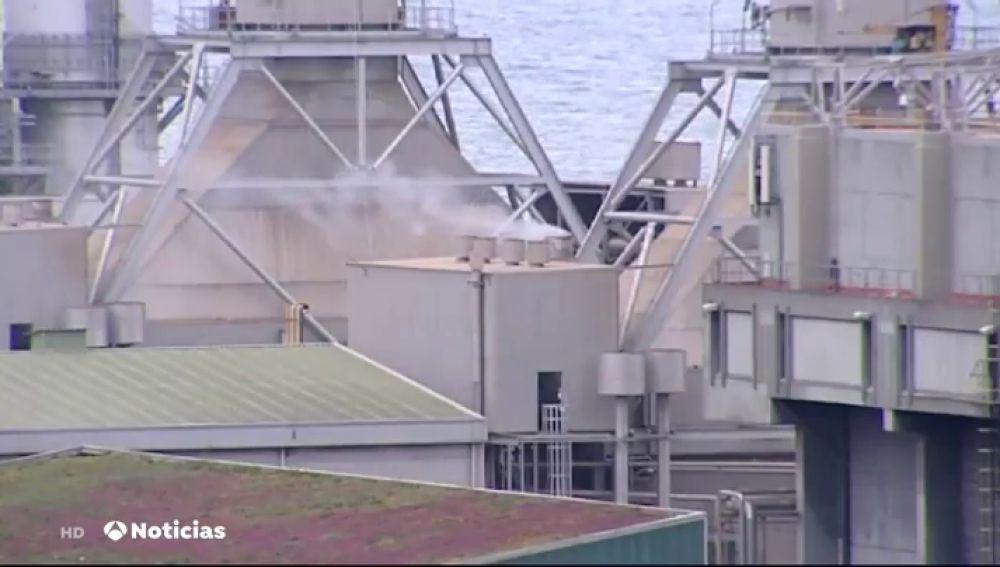 Quejas por el humo provocado por dos incineradoras de Barcelona que queman material sanitario contra el coronavirus
