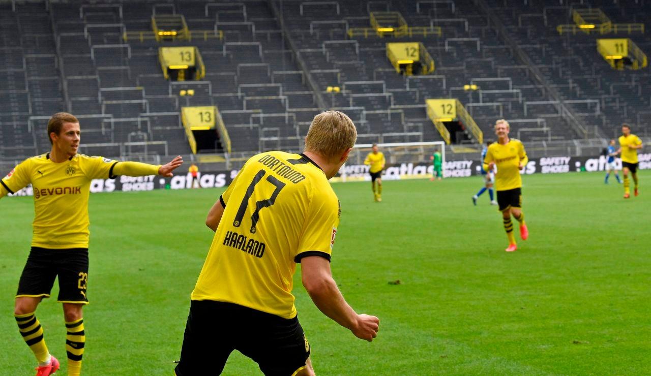 Haaland celebra el primer gol en tiempos de coronavirus