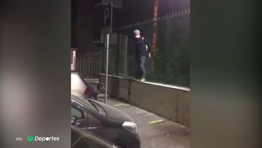 Un jabalí acorrala a un hombre en plena calle de Roma durante la desescalada del coronavirus