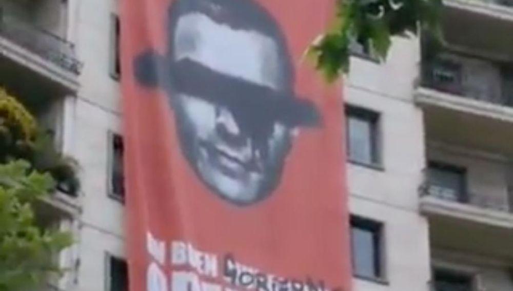 Pancarta contra la gestión de Pedro Sánchez en Madrid