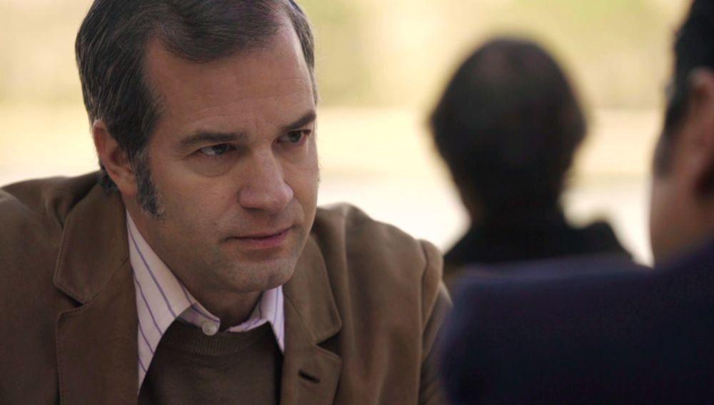 David, acorralado por Armando se ve obligado a seguir adelante