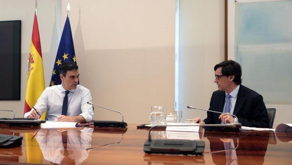 -El presidente del gobierno Pedro Sánchez y el ministro de Sanidad, Salvador Illa.