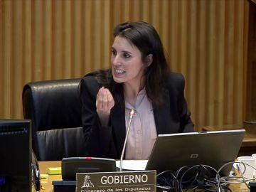 Duro enfrentamiento entre la ministra de Igualdad, Irene Montero, y las portavoces del PP y Vox