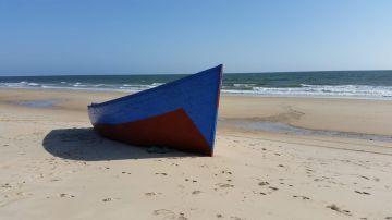 Patera llegada a una playa de Andalucía