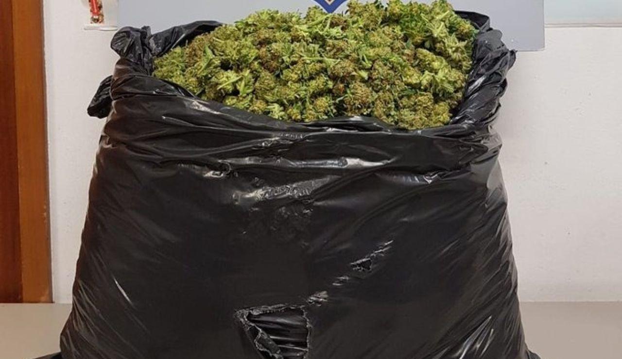Bolsa de marihuana incautada por los Mossos d'Esquadra