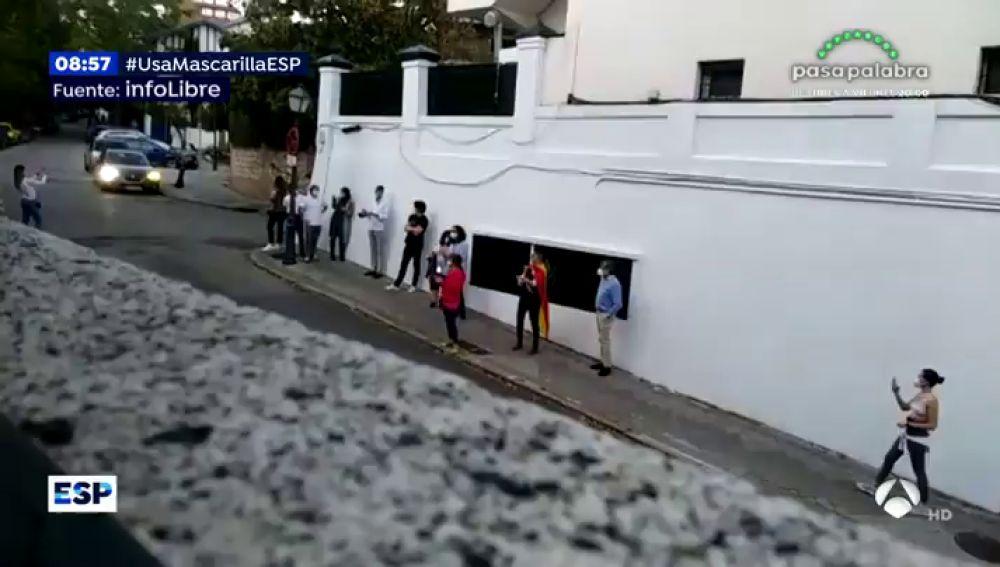 Escrache en la casa de José Luis Ábalos.