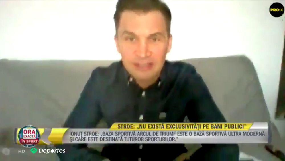 La pillada en directo al ministro de deportes de Rumanía, se le cae cámara y está en calzoncillos