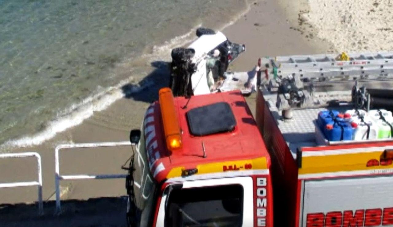 Una conductora se precipita con su vehículo sobre una playa de Fisterra