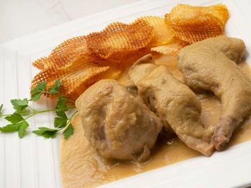 Carne de conejo en salsa de pera