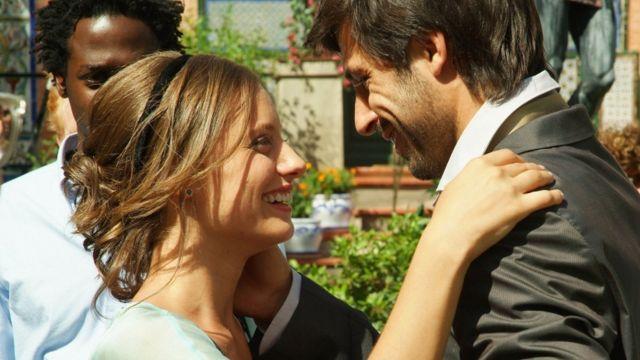 Michelle Jenner y Hugo Silva como Sara y Lucas en 'Los hombres de Paco'