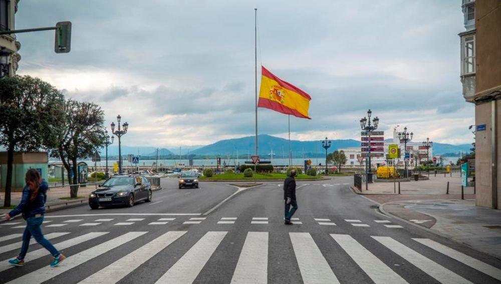 Luto oficial 10 días: Las banderas ondean a media hasta por el luto oficial decretado por coronavirus