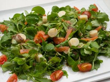 Ensalada de rúcula, palmito y salmón ahumado