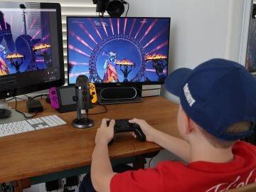 Niño jugando a Fortnite