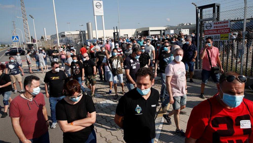 Trabajadores de Nissan a las puertas de la planta de Barcelona