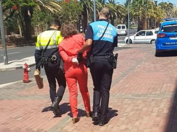 Mujer de 78 años detenida en Canarias por negarse a usar mascarilla en un centro comercial