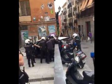 Imagen de la detención en Lavapiés