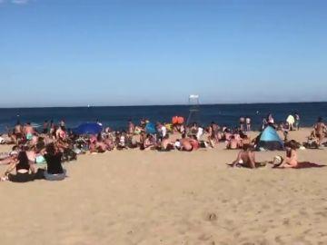 Barcelona impide temporalmente acceso a las playas de la Nova Icària y del Bogatell al saturarse de bañistas