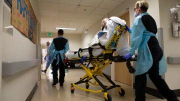 Supera el coronavirus tras dos meses ingresado y le llega una factura de más de un millón de dólares del hospital