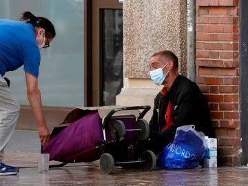 Ingreso Mínimo Vial | Una persona sin recursos en la calle.