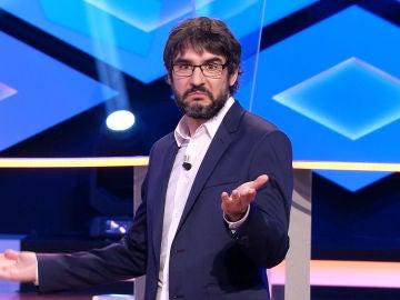 La absurda charla de Juanra Bonet y 'Los dispersos' motivada por una peculiar camiseta