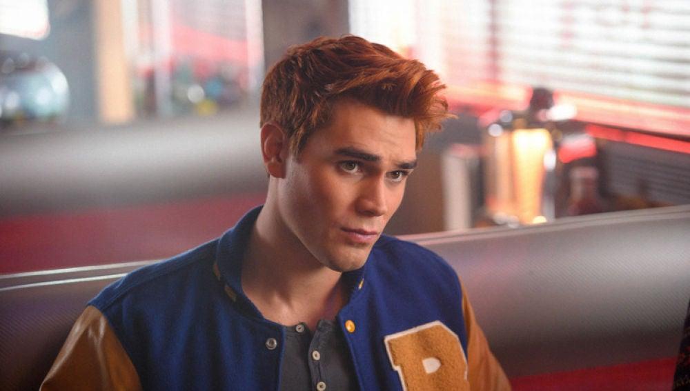 KJ Apa como Archie en 'Rirverdale'