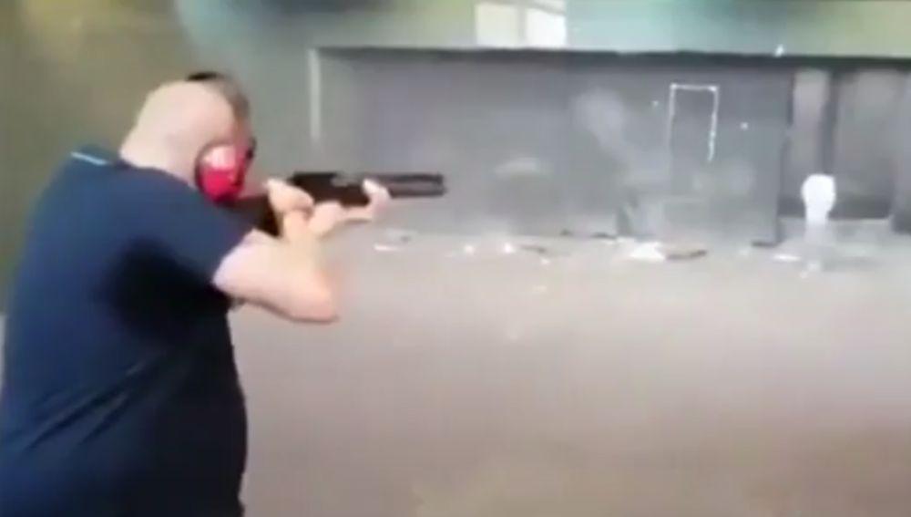 Disparos contra fotos de Pedro Sánchez y Pablo Iglesias