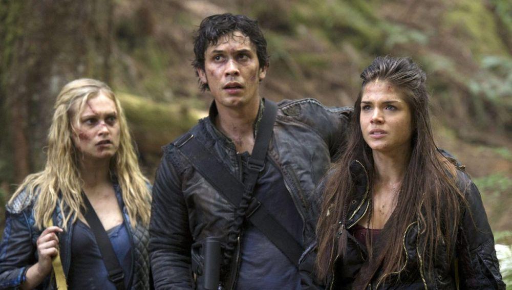 Clarke, Bellamy y Octavia en 'The 100'