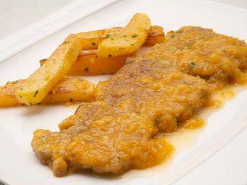 Lengua de ternera en salsa con patatas fritas