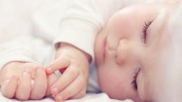 Un precioso bebé duerme